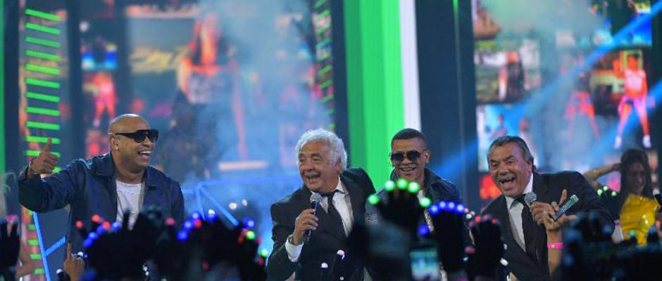 Gente-De-Zona-and-Los-Del-Rio-premiered-their-new-single-at-the-2016-Premios-Juventud